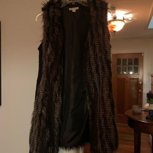 Beautiful faux fur vest w brown faux leather belt